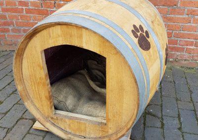 Hondenhok van wijnvat 20180331_134625